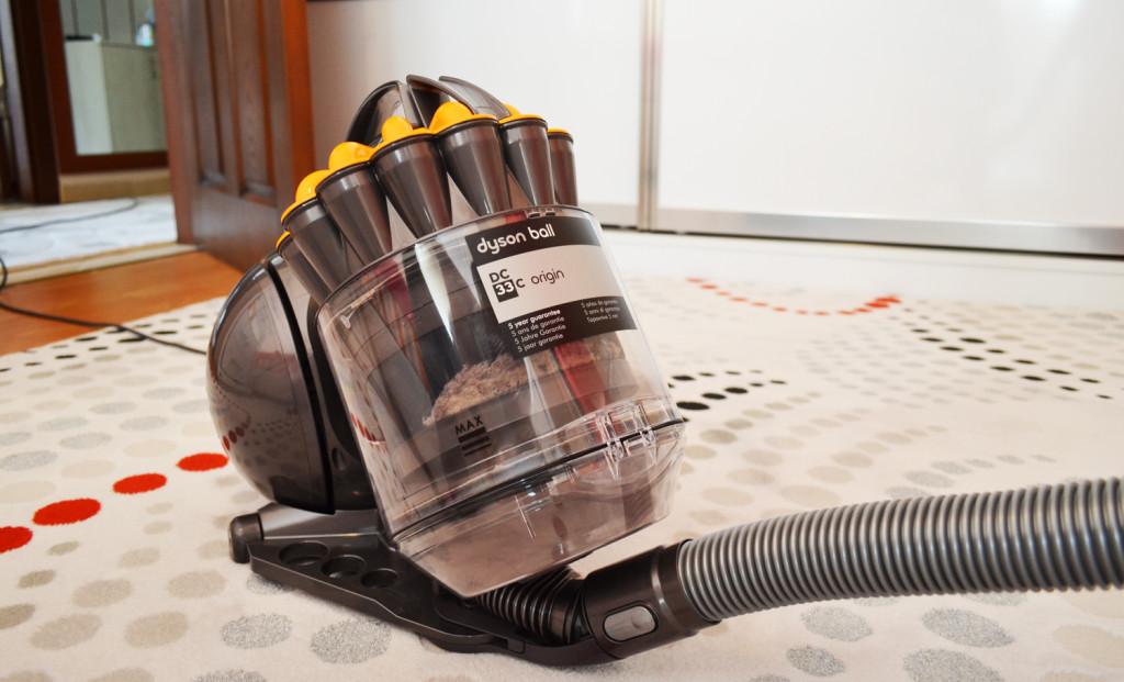 dyson dc33c origin un aspirateur sans sac pour tout le monde. Black Bedroom Furniture Sets. Home Design Ideas